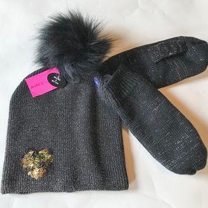 Betsey Johnson Pom Pom hat and kitten set